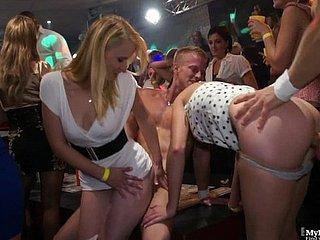 Порно в клубе